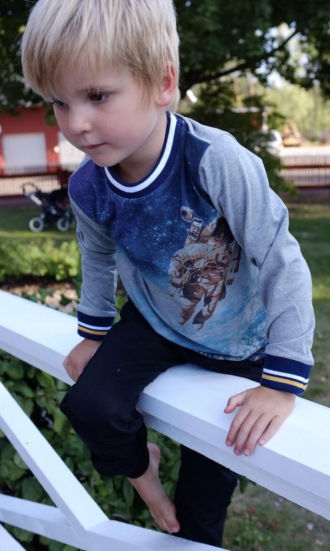 fea5c2fb8478 barnkläder Archives - Leksaksbutiken Lilla Bus - där fantasi blir ...