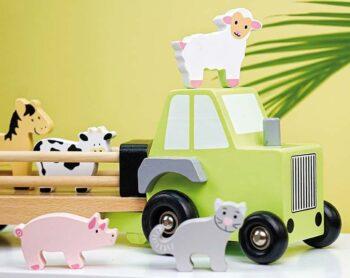 traktor med djur i trä